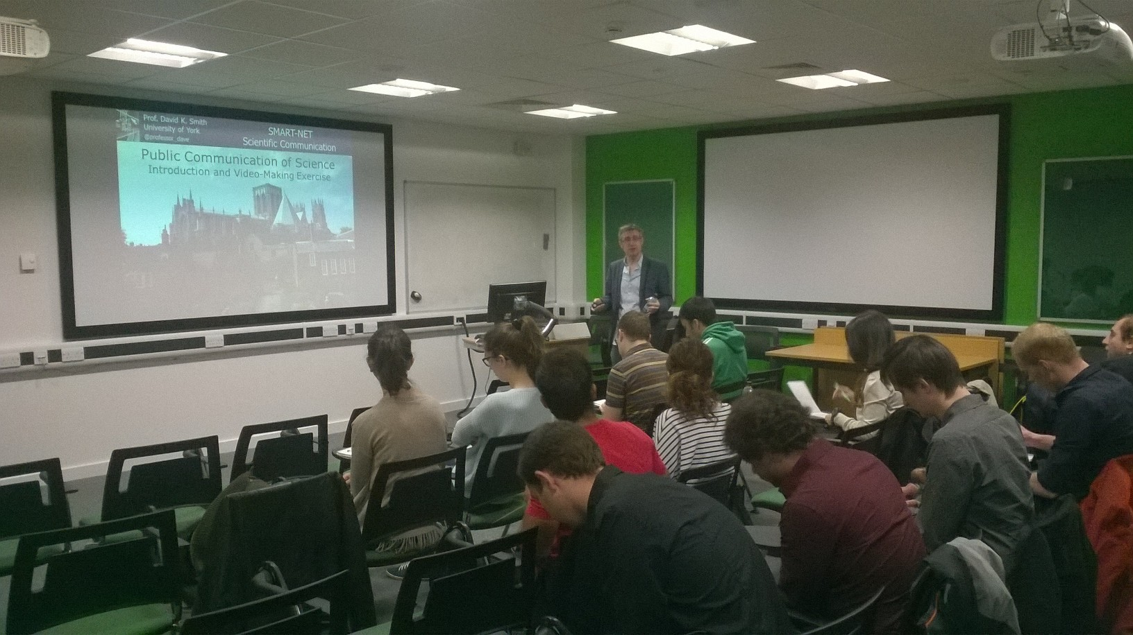 Students attend the Public Communication Seminar hosted by Prof. David Smith